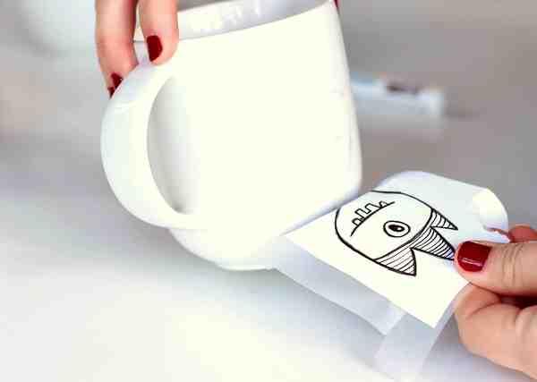 Comment faire tenir du marqueur sur une tasse ?
